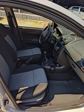 Fiesta Sedan 1.0 2014 Completão! Multimídia! Cam de ré! Troco e financio! Chama no zap! - Foto 5