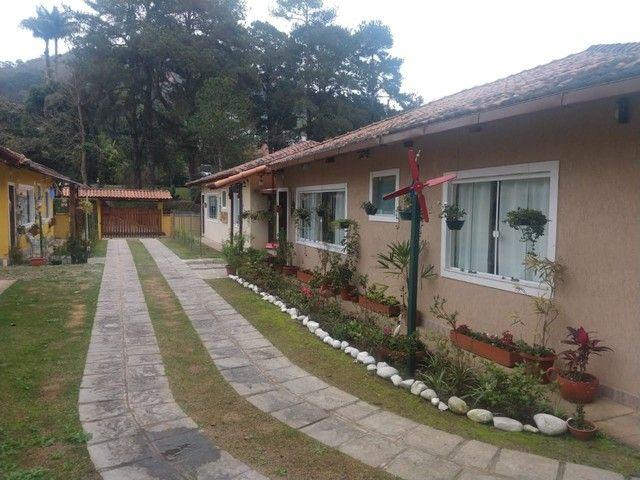 Casa linear com 3 dormitórios, 80 m², R$ 380.000 - Albuquerque - Teresópolis/RJ.
