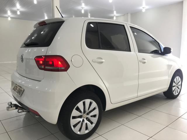 VOLKSWAGEN FOX 2014/2015 1.0 MI TRENDLINE 8V FLEX 4P MANUAL - Foto 4