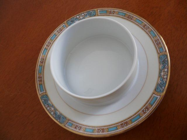 Mantegueira (Round Covered Butter Plate) em Porcelana Chinesa Noritake 5032 Colby Blue - Foto 5