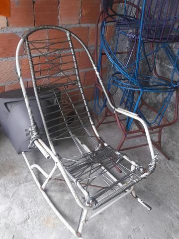 6 Cadeiras de ferro: Duas de balanço e 4 Redonda - Foto 3