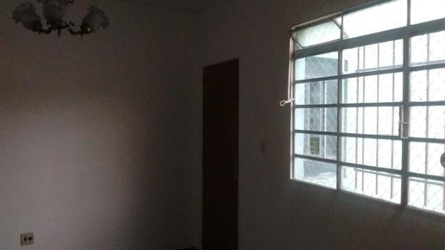 Apartamento simples com 02 quartos e 01 vaga coberta - Foto 4