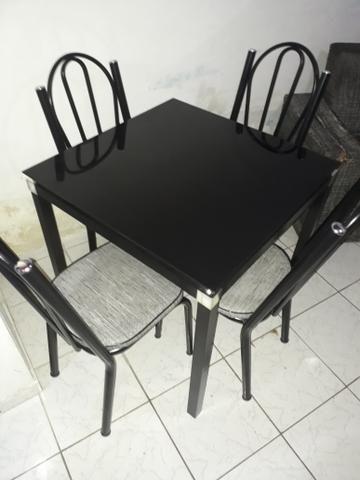 Vendo uma mesa em perfeito estado