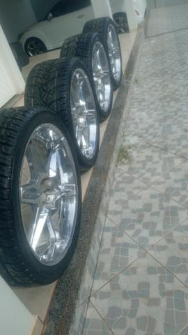 Vende-se roda cromada aro 24 universal já vai completa com os pneus