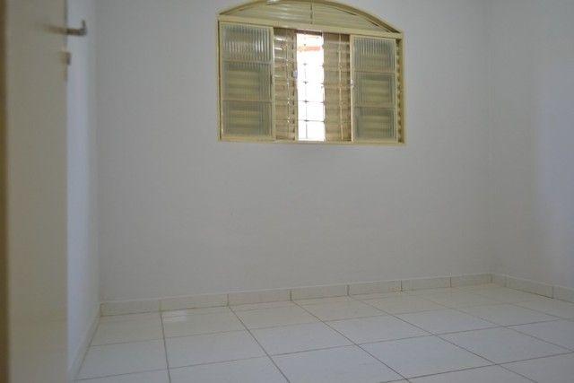 Casa confortável, 2 quartos, 1 suíte, outra residência no lote. Vl. Nova Canaã, Goiânia-GO - Foto 9