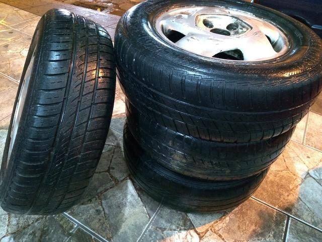 Jogo de rodas de liga Chevrolet Aro 14 com pneus