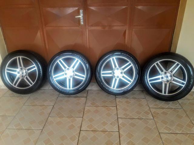 Rodas 17 com pneus zerados