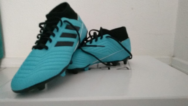 Chuteira Campo Adidas Predator 19.3, azul e preto numero 38, nunca usada - Foto 5