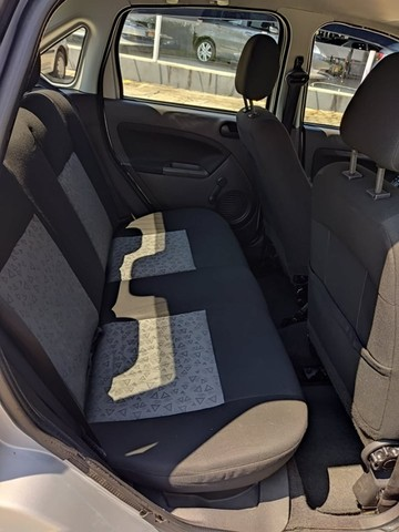 Fiesta Sedan 1.0 2014 Completão! Multimídia! Cam de ré! Troco e financio! Chama no zap! - Foto 9