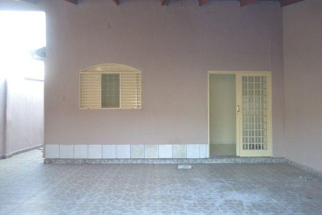 Casa confortável, 2 quartos, 1 suíte, outra residência no lote. Vl. Nova Canaã, Goiânia-GO - Foto 3