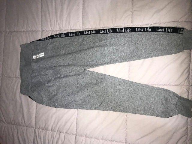 calça de moletom cinza