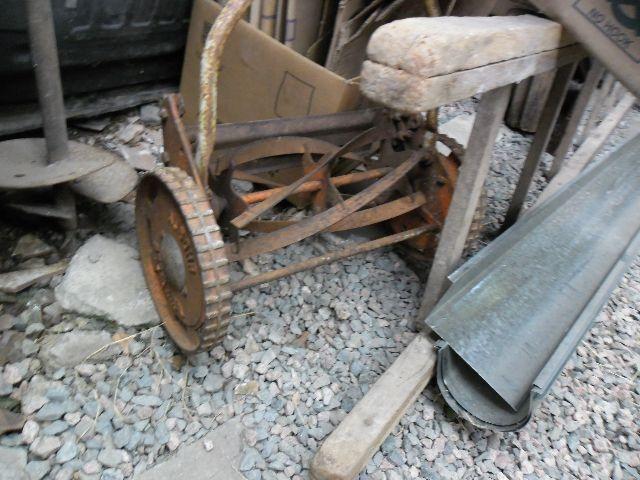 Cortador de grama manual peça de ferro antiga