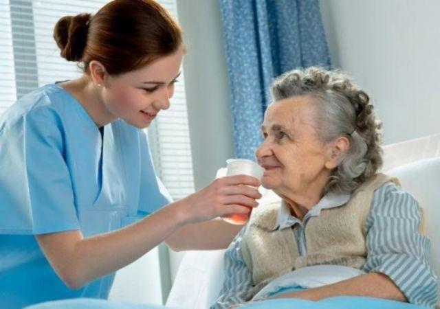 Enfermeira e cuidadora de idosos