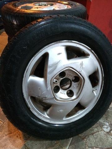 Jogo de rodas de liga Chevrolet Aro 14 com pneus - Foto 2