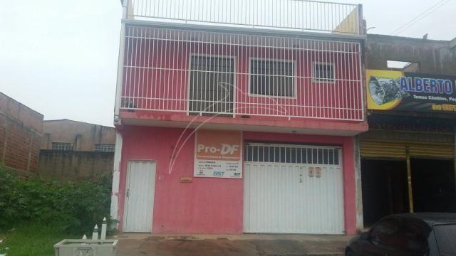Prédio comercial com 2 apartamentos