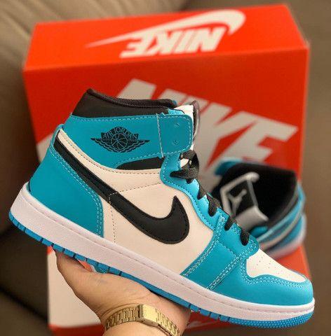 Bota Nike Air Jordan 1