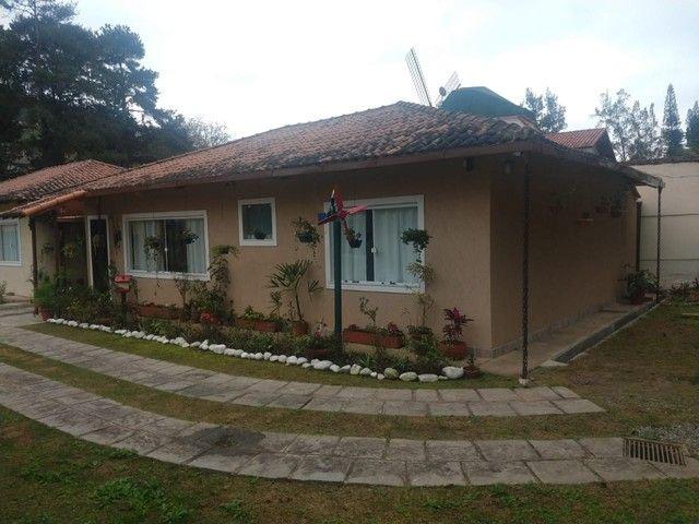 Casa linear com 3 dormitórios, 80 m², R$ 380.000 - Albuquerque - Teresópolis/RJ. - Foto 2