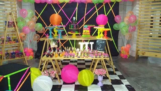 Festa neon em kit paletes
