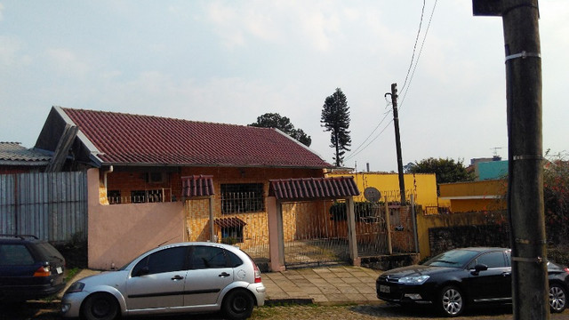 Duas Casas 4 dormitórios frente 2 Ruas estac 8 carros Junto Planalto - Foto 2