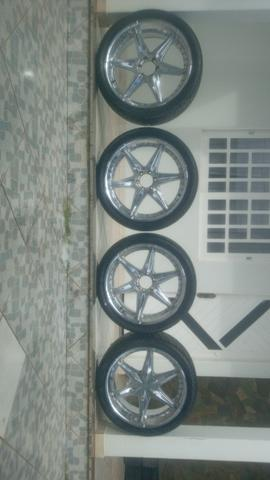 Vende-se roda cromada aro 24 universal já vai completa com os pneus - Foto 4