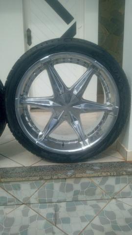 Vende-se roda cromada aro 24 universal já vai completa com os pneus - Foto 2