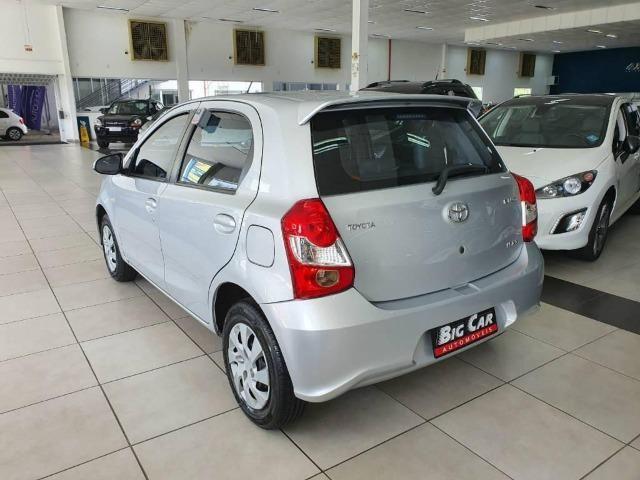 Toyota Etios XS 1.5 Flex 16V 5p Aut. Prata - Foto 3