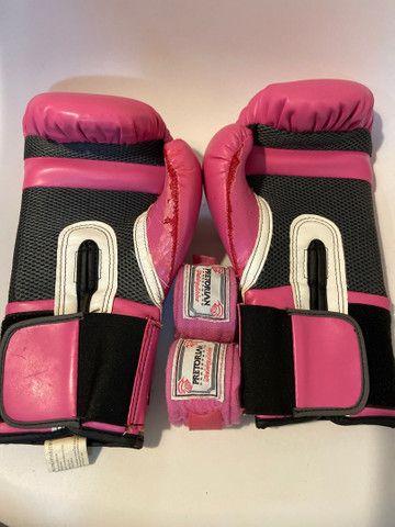 Kit Luva de boxe Everlast + bandagem Pretorian rosa - Foto 3
