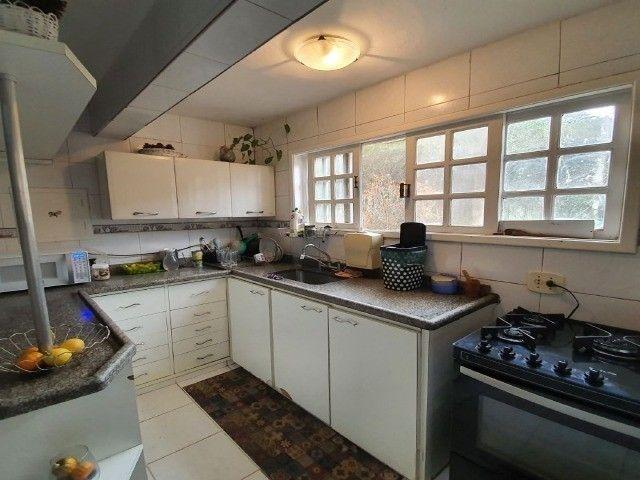 Casa com 4 dormitórios, 350 m², R$ 2.600.000,00 - Albuquerque - Teresópolis/RJ. - Foto 3