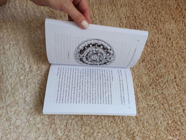 """Livro """"A história da Mitologia para quem tem pressa"""" - Foto 3"""
