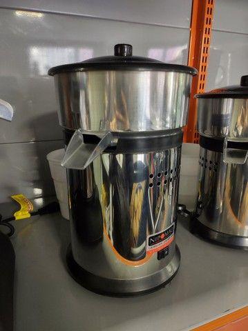 Espremedor de suco grande - Colombo