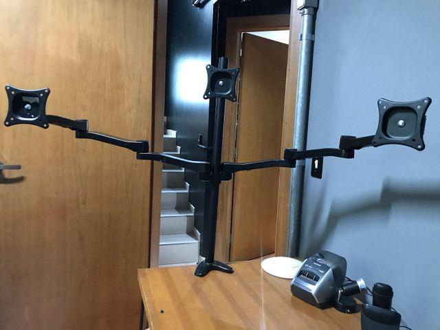 Suporte de mesa braço articulado para até 3 monitores de 27 polegadas