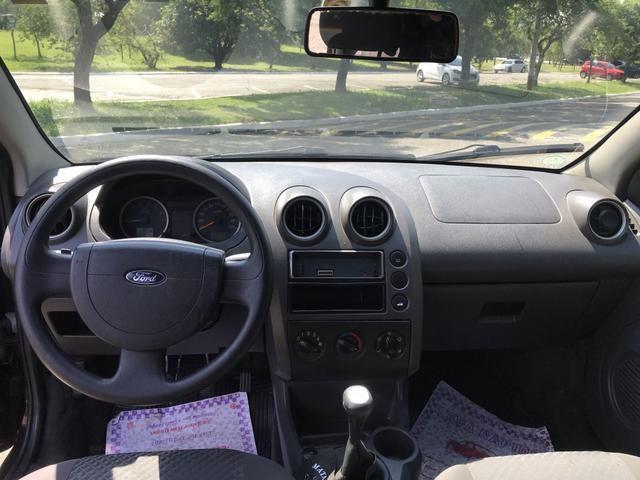 Fiesta 1.0 muito bem conservado 2006 completo - ar - Foto 16