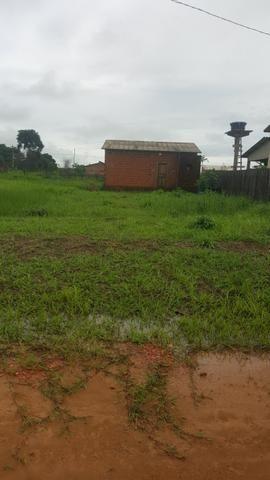 Terreno medindo 10×42 frente e fundo com rua, casa medindo 8x4 com banheiro, sem reboco