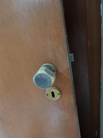 Porta 2,10m x 0,81m completa com marco - Foto 2