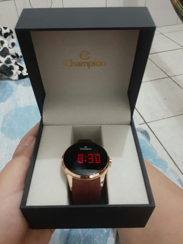 Vendo esse relógio digital semi novo usado duas vezes