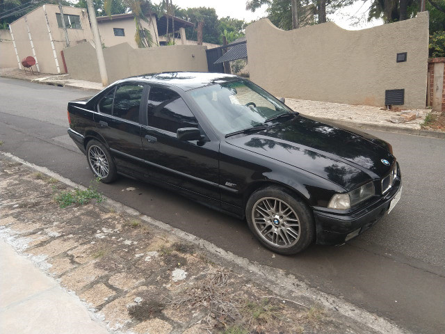 Vendo ou troco BMW 318is 1996 cambio manual teto solar doc.OK