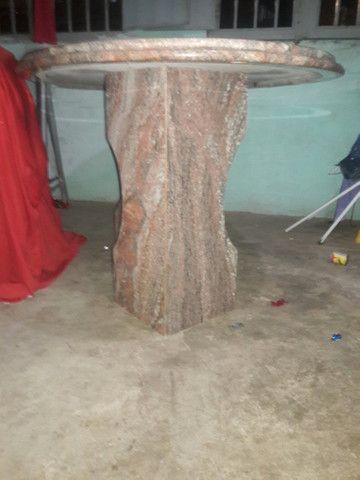 Vende-se uma mesa de granito Rosa colonial com duas base comprimento 1 65 por 90 1.200 - Foto 2