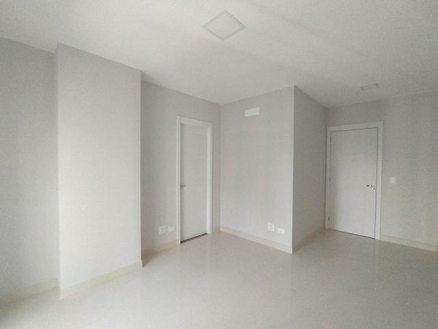 Locação   Apartamento com 81.26m², 2 dormitório(s), 2 vaga(s). Zona 01, Maringá - Foto 12