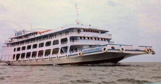 Barcos para passageiros e cargas