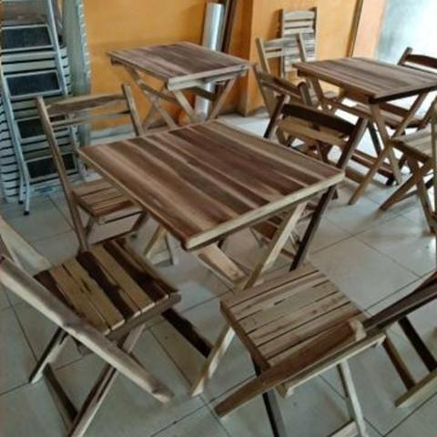 Mesas e cadeiras dobráveis