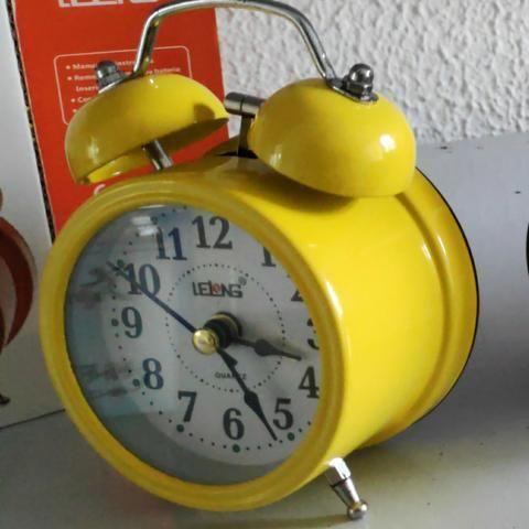 Relógio Despertador Analógico Lelong Retrô 2 Sinos Luz Interna LINDO