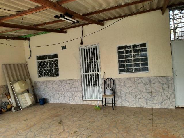 Vendo casa na Samambaia Sul, escriturada, aceita carro e permuta próximo ao metro. - Foto 2