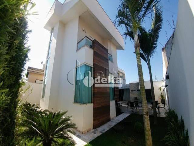 Casa com 6 dormitórios à venda, 480 m² por R$ 1.700.000,00 - Jardim América II - Uberlândi
