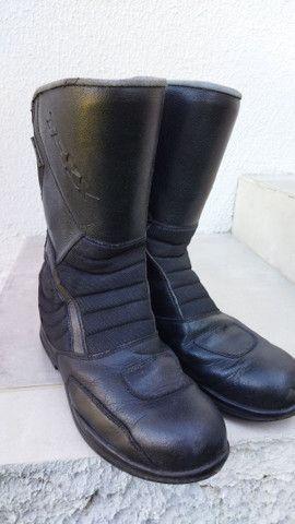Bota de chuva Texx impermeável de motoqueiro. Ler anúncio