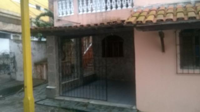 Excelente Casa Térrea Ampla de 3 Quartos Varanda em Itapuã