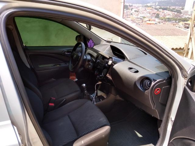 Toyota etio 1.3 2017 - Foto 6