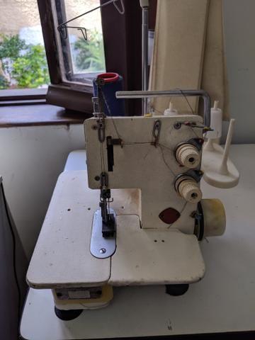 Máquina de costura de trama