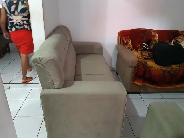 Vendo dois sofá semi novos - Foto 4