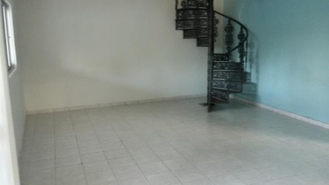 1035 - Casa Duplex - 06 Quartos - 02 Suítes - Terraço - Varanda - Loc. em Cajueiro Seco - Foto 4