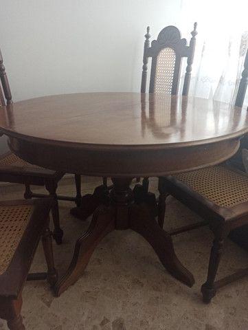 Mesa redonda extensível de madeira com 4 cadeiras